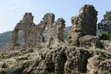 Montée aux ruines du chateau qui se trouvent au-dessus du village de Saint-Guilhem le Désert