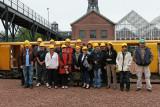 Visite de la mine de charbon Delloye à Lewarde - Le groupe pose avec les casques