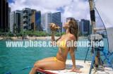 Mulher tomando banho em jangada, Beira-Mar, Fortaleza