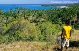 nativo observando coqueiral ilha de boipeba.jpg