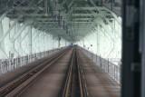 ��於 JR 列車車尾的機場連接橋