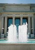 21_argust7_lindell-entrance_fountain.jpg