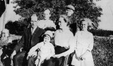 Shown above is a picture of the Ed Coatney Family, around 1915. Shown left to right top row: Wilma Lucille & George Robert. Shown sitting are: Edward Ernest, Ida Virginia Banner, Ethel Elizabeth. The youngest little toddler shown is my maternal grandfather; William Edward Coatney.