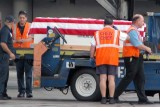 Fallen soldier being offloaded from flight photo #2124