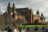 Approaching the Kelvingrove Art Gallery and Museum