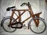 Vélo en bois - restauré par Gilbert Fautrier.