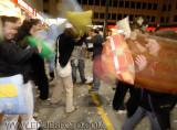 batalla de almohadas en Madrid (9).JPG