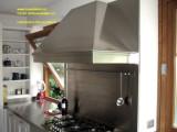 cappa su nisura in acciaio inox per arredamento cucina
