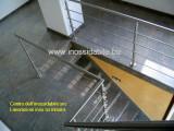Parapetto inox con correnti laterali e fissaggio a pavimento