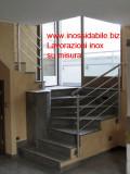 Parapetto inox sagomato per scala con fissaggi laterali