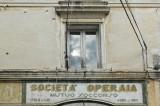 La finestra della Società Operaia del Mutuo Soccorso