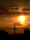 la grua y el sol