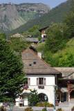 Place de l'église et Avoriaz au sommet des falaises