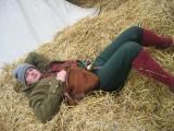Getbonde ligger och vilar benen
