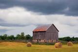 Barn Under Looming Sky 62155