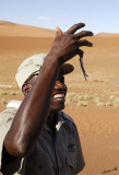 11671 - The bushman and the lizard / Sossussvlei - Namibia