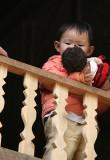 Fillette à la poupée -  Mai Chau - Vietnam