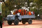 Moines près d'Angkor - Cambodge