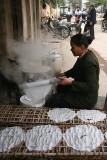 Confection de galettes de riz - Le Mat - Vietnam