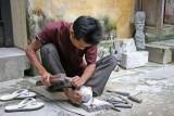 Sculpteur sur pierre - Hoi an - Vietnam