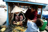 Préparation et vente d'ananas sur le Mékong - Vietnam