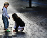 The little girls of Nantes like green clogs...