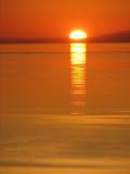 le soleil se couchant derrière Charlevoix