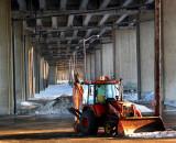 John Deere sous l'autoroute