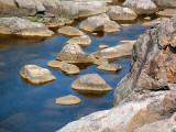 rochers et eau bleue