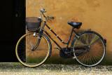 lone bike in Lucca