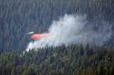 Tanker 89 dropping retardant on the Morristown Fire 09 Oct 2007