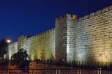36_The wall seen at night.jpg