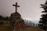 Cruz a Mitad del Camino Hacia la Cumbre