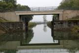 L'écluse de garde, située au début et à la fin d'un canal  est ouverte en permanence sauf en cas de crue de la rivière