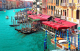 Is the lunch time: colors and traffic on the Canal Grande