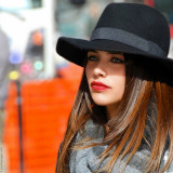 Black hat,Red lips,Blue eyes