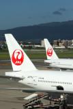 JAPAN AIRLINES BOEING 777S ITM RF IMG_0261.jpg