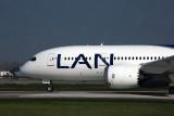 LAN BOEING 787 8 SCL RF 5K5A2618.jpg