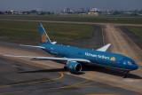 VIETNAM AIRLINES BOEING 777 200ER SGN RF IMG_0170.jpg