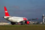 TAM AIRBUS A320 GRU RF 1734 7.jpg