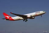 QANTAS AIRBUS A330 200 SYD RF 1713 23.jpg