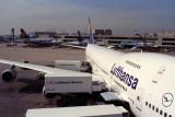 LUFTHANSA AIRCRAFT FRA RF 322 4.jpg