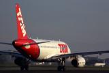 TAM AIRBUS A319 SDU RF 5K5A8761.jpg