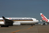 SINGAPORE AIRLINES VIRGIN AUSTRALIA AIRCRAFT BNE RF IMG_1334.jpg