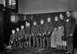1900's - Immigrant family on Ellis Island