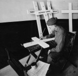 1918 - Painting names on crosses