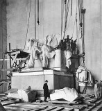 1920 - Statue of Lincoln being installed