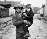 1917 - Little girl rescued by a British soldier