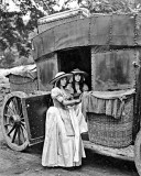 1921 - Lillian (left) and Dorothy Gish