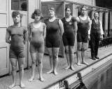 1919 - Champion swimmers